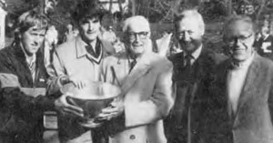 Kilmarx presents Championship Bowl to 1986 winners Hank Irvine and Greg Moore. Paul Molloy and Dick Warren are on the right